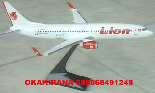 Replika LION AIR type BOEING 900 ER. Ukuran 40 cm